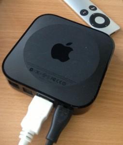 Abbildung eines AppleTV mit Fernbedienung